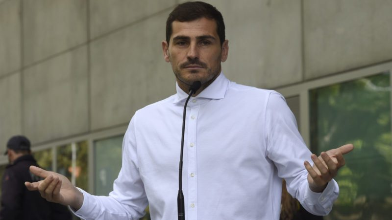 Porto's Spanish goalkeeper Iker Casillas addresses journalists after leaving a hospital in Porto on May 6, 2019 after recovering from a heart attack. - The 37-year-old Spanish soccer legend Iker Casillas left a Portuguese hospital today, where he entered on May 1, 2019 after suffering a myocardial infarction during a training session with Porto and emotionally declared that he doesn't know what his life will be like from now on. (Photo by Miguel RIOPA / AFP)
