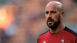 AC Milan's Spanish goalkeeper Pepe Reina looks on prior to the Europa League Group F football match between AC Milan and Olympiakos at the San Siro stadium on October 4, 2018 in Milan. (Photo by Miguel MEDINA / AFP)