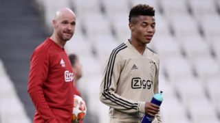Ajax's Dutch coach Erik Ten Hag (L) and Ajax's Brazilian forward David Neres attend a training session on April 15, 2019 at the Juventus stadium in Torino, on the eve of their UEFA Champions League quarter-final second leg football match against Juventus. (Photo by Marco Bertorello / AFP)