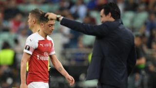 29 May 2019, Azerbaijan, Baku: Soccer: Europa League Final FC Chelsea - FC Arsenal at the Olympic Stadium. Mesut Özil from Arsenal is replaced next to Tainer Unai Emery (r). Photo: Arne Dedert/dpa