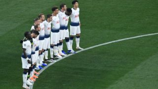 Tottenham's players observe a minute of silence prior to the start of the UEFA Champions League final football match between Liverpool and Tottenham Hotspur at the Wanda Metropolitan Stadium in Madrid on June 1, 2019. (Photo by PIERRE-PHILIPPE MARCOU / AFP)