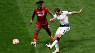 Liverpool's Belgium striker Divock Origi (L) fights for the ball with Tottenham Hotspur's Belgian defender Jan Vertonghen during the UEFA Champions League final football match between Liverpool and Tottenham Hotspur at the Wanda Metropolitan Stadium in Madrid on June 1, 2019. (Photo by PIERRE-PHILIPPE MARCOU / AFP)