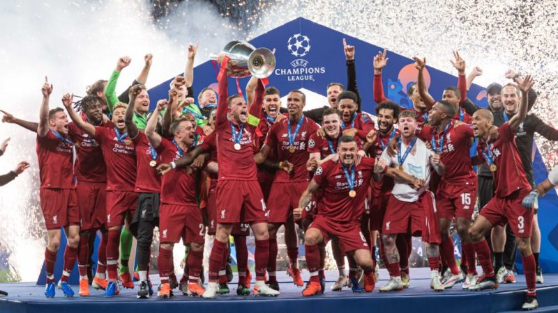 MADRID, SPAIN - JUNE 01: Players of FC Liverpool celebrate with the trophy after winning the UEFA Champions League Final between Tottenham Hotspur and Liverpool at Estadio Wanda Metropolitano on June 1, 2019 in Madrid, Spain. (Photo by TF-Images/Getty Images)
