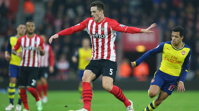 SOUTHAMPTON, ENGLAND - JANUARY 01:  Florin Gardos of Southampton is tracked by Alexis Sanchez of Arsenal during the Barclays Premier League match between Southampton and Arsenal at St Mary's Stadium on January 1, 2015 in Southampton, England.  (Photo by Michael Steele/Getty Images)