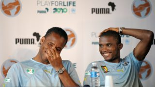 Ivorian football player Didier Drogba (L) and Cameroonian Samuel Eto'o take part in a press conference during the Africa Unity Experience at Michel Hidalgo stadium in Saint-Gratien, near Paris on May 28, 2010. AFP PHOTO BERTRAND LANGLOIS (Photo by BERTRAND LANGLOIS / AFP)