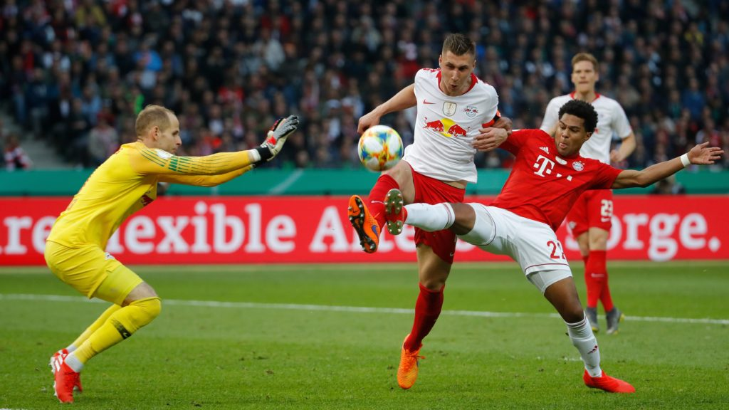 Bayern Munich's German midfielder Serge Gnabry (R) attempts to score past Leipzig's German defender Willi Orban (C) and Leipzig's Hungarian goalkeeper Peter Gulacsi (L) during the German Cup (DFB Pokal) Final football match RB Leipzig v FC Bayern Munich at the Olympic Stadium in Berlin on May 25, 2019. (Photo by Odd ANDERSEN / AFP) / DFB REGULATIONS PROHIBIT ANY USE OF PHOTOGRAPHS AS IMAGE SEQUENCES AND QUASI-VIDEO.