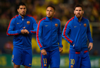 VILLARREAL, SPAIN - JANUARY 08:  Lionel Messi (R), Neymar JR and Luis Suarez (L) of Barcelona look on prior to the La Liga match between Villarreal CF and FC Barcelona at Estadio de la Ceramica on January 8, 2017 in Villarreal, Spain.  (Photo by Manuel Queimadelos Alonso/Getty Images)