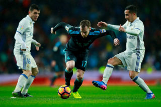 MADRID, SPAIN - JANUARY 29: David Zurutuza (2ndL) of Real Sociedad de Futbol competes for the ball with Mateo Kovacic (L) of Real Madrid CF and his teammate Lucas Vazquez (R) during the La Liga match between Real Madrid CF and Real Sociedad de Futbol at Estadio Santiago Bernabeu on January 29, 2017 in Madrid, Spain.  (Photo by Gonzalo Arroyo Moreno/Getty Images)
