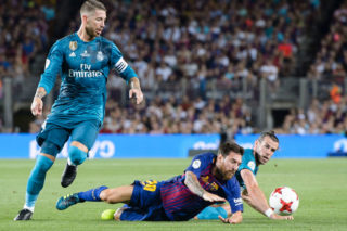 BARCELONA, SPAIN - AUGUST 13: Lionel Messi of FC Barcelona (C) fights for the ball with Gareth Bale of Real Madrid (R) during the Supercopa de Espana Final 1st Leg match between FC Barcelona and Real Madrid at Camp Nou on August 13, 2017 in Barcelona, Spain. (Photo by Power Sport Images/Getty Images)