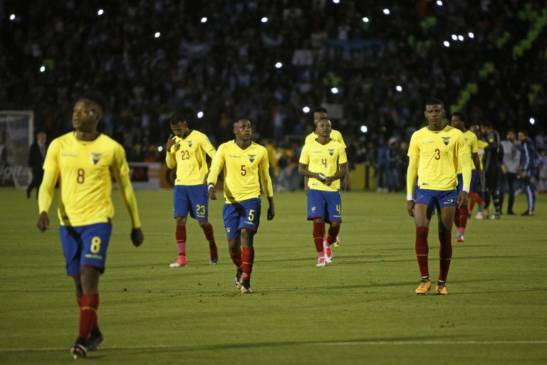 Players of Ecuador leave the field in dejection after losing to Argentina 3-1 during their 2018 World Cup football qualifier match in Quito, on October 10, 2017. / AFP PHOTO / Cristina VEGA