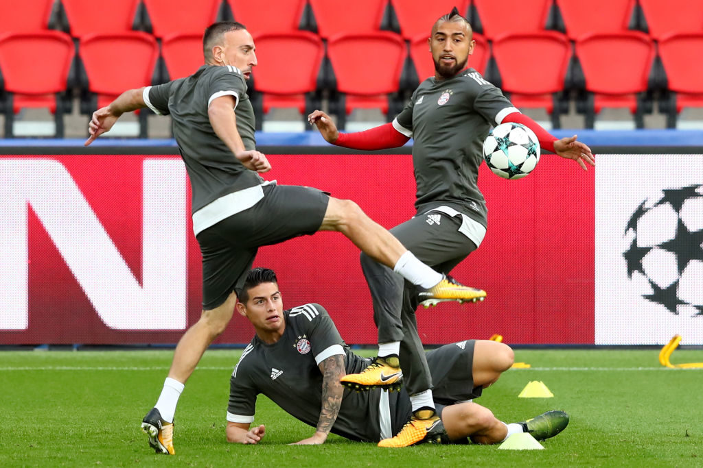 PARIS, FRANCE - SEPTEMBER 26:  Franck Ribery (L) of Bayern Muenchen battles for the ball with his team mates James Rodriquez and Arturo Vidal during a training session ahead of the UEFA Champions League Group B match against Paris Saint Germain (PSG) at Parc des Princes on September 26, 2017 in Paris, France.  (Photo by Alexander Hassenstein/Bongarts/Getty Images)