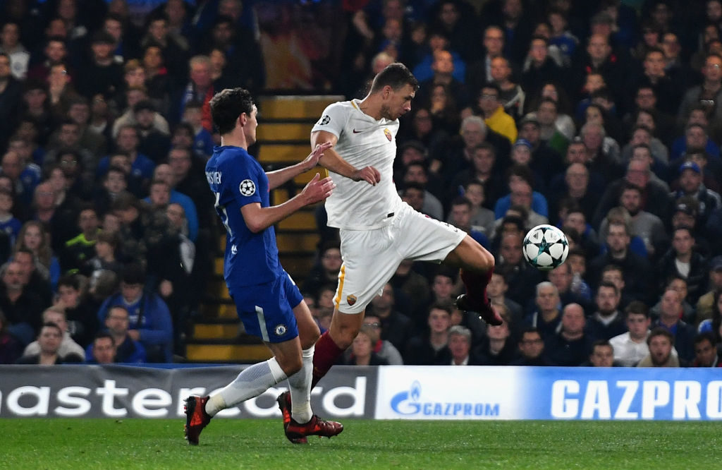 LONDON, ENGLAND - OCTOBER 18: Edin Dzeko of AS Roma scores his sides second goal during the UEFA Champions League group C match between Chelsea FC and AS Roma at Stamford Bridge on October 18, 2017 in London, United Kingdom.  (Photo by Dan Mullan/Getty Images)