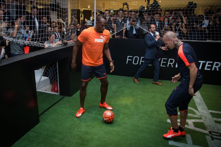 MEXICO CITY, MEXICO - OCTOBER 07:  Jamaican Sprinter and olympic champion Usain Bolt (L) plays soccer with Dario Benedetto (R) during a promotional event for Puma at a department store in Mexico City, Mexico on October 07, 2015. Manuel Velasquez / Anadolu Agency