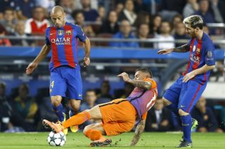 (l-r) Javier Mascherano of Barcelona, Aleksandar Kolarov of Manchester City, Lionel Messi of FC Barcelonaduring the UEFA Champions League group C match between FC Barcelona and Manchester City on October 19, 2016 at the Camp Nou stadium in Barcelona, Spain.(Photo by VI Images via Getty Images)
