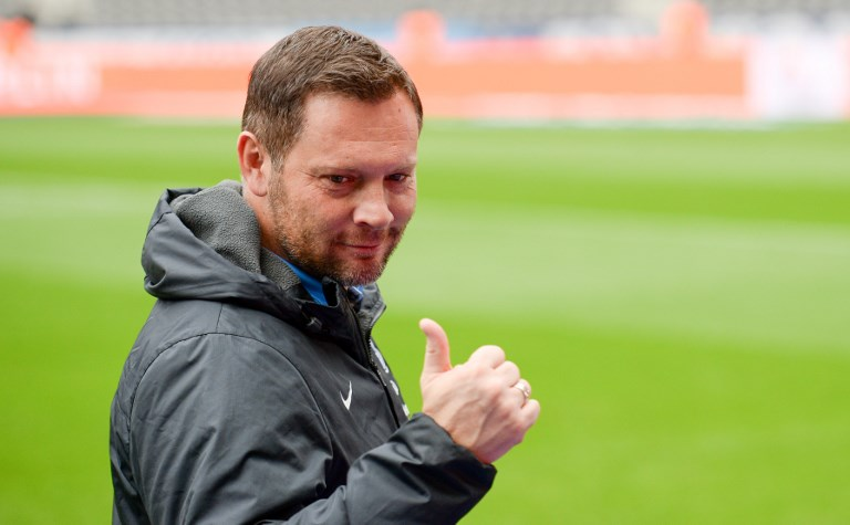 Berlin's manager Pal Dardai ahaead of the Bundesliga soccer match between Hertha BSC and Hamburger SV in the Olympia Stadium in Berlin, Germany, 28 October 2017.  (EMBARGO CONDITIONS - ATTENTION: Due to the accreditation guidelines, the DFL only permits the publication and utilisation of up to 15 pictures per match on the internet and in online media during the match.) Photo: Axel Heimken/dpa