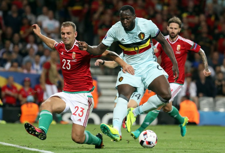 Hungary's Roland Juhasz and Belgium's Romelu Lukaku fight for the ball during a soccer game between Belgian national soccer team Red Devils and Hungary, in the round of 16 of the UEFA Euro 2016 European Championships, on Sunday 26 June 2016, in Toulouse, France. The Euro2016 tournament is taking place from 10 June to 10 July. BELGA PHOTO VIRGINIE LEFOUR