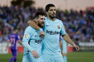 MADRID, SPAIN - NOVEMBER 18: (L-R) Lionel Messi of FC Barcelona, Luis Suarez of FC Barcelona during the Spanish Primera Division   match between Leganes v FC Barcelona at the Estadio Municipal de Butarque on November 18, 2017 in Madrid Spain (Photo by Eric Verhoeven/Soccrates/Getty Images)