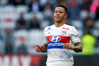 NICE, FRANCE - NOVEMBER 26: Memphis Depay of Olympique Lyon  during the French League 1  match between Nice v Olympique Lyon at the Allianz Riviera on November 26, 2017 in Nice France (Photo by Eric Verhoeven/Soccrates/Getty Images)