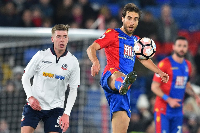 Crystal Palace's French midfielder Mathieu Flamini controls the ball during the English FA Cup third round replay football match between Crystal Palace and Bolton Wanderers at Selhurst Park in south London on January 17, 2017. / AFP PHOTO / GLYN KIRK / RESTRICTED TO EDITORIAL USE. No use with unauthorized audio, video, data, fixture lists, club/league logos or 'live' services. Online in-match use limited to 75 images, no video emulation. No use in betting, games or single club/league/player publications.  /
