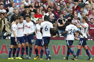 Tottenham Hotspur's English striker Harry Kane (2L) celebrates after scoring with Tottenham Hotspur's English midfielder Dele Alli during the English Premier League football match between West Ham United and Tottenham Hotspur at The London Stadium, in east London on September 9, 2017. / AFP PHOTO / Ian KINGTON / RESTRICTED TO EDITORIAL USE. No use with unauthorized audio, video, data, fixture lists, club/league logos or 'live' services. Online in-match use limited to 75 images, no video emulation. No use in betting, games or single club/league/player publications.  /