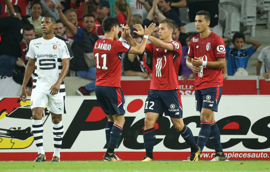LILLE, FRANCE - JULY 29: Nicolas De Preville of Lille celebrates his goal with Luiz Araujo (left) during the pre-season friendly match between Lille OSC (LOSC) and Stade Rennais FC (Rennes) at Stade Pierre Mauroy on July 29, 2017 in Lille, France. (Photo by Jean Catuffe/Getty Images)