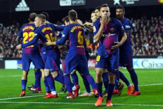 VALENCIA, SPAIN - NOVEMBER 26: Jordi Alba of FC Barcelona celebrates after scoring his team's first goal during the La Liga match between Valencia and Barcelona at Mestalla stadium on November 26, 2017 in Valencia, Spain.  (Photo by David Ramos/Getty Images)