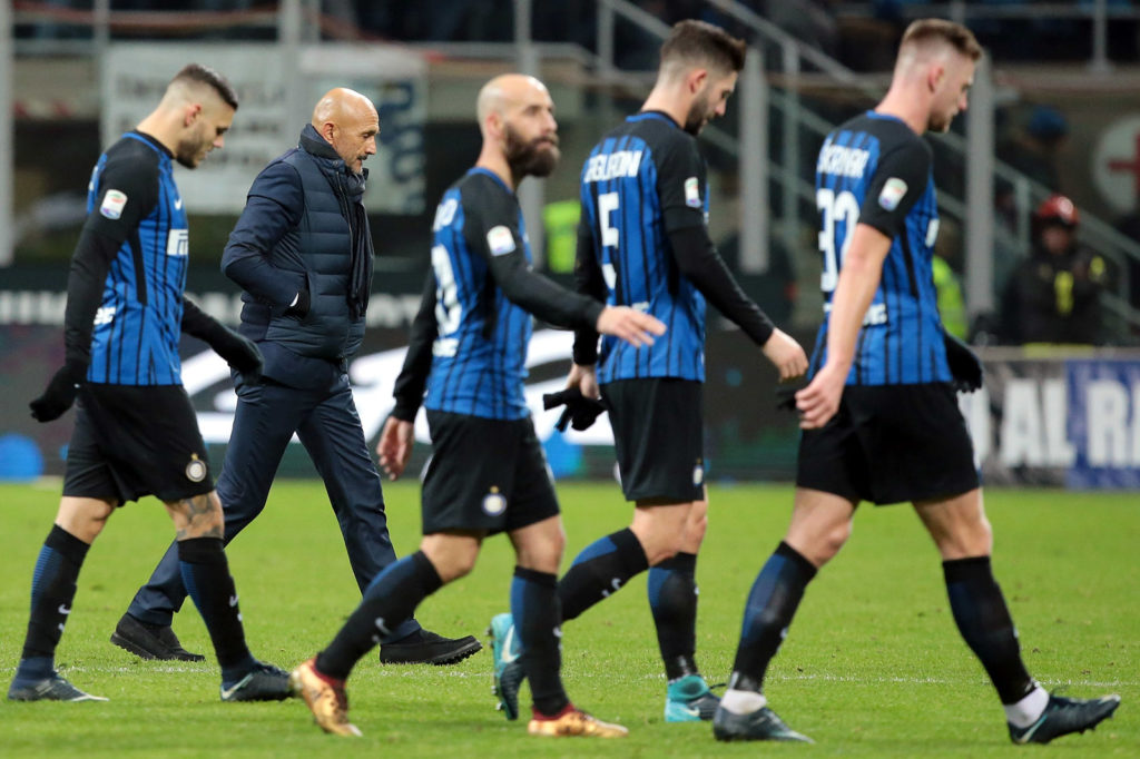 MILAN, ITALY - DECEMBER 16:  FC Internazionale Milano coach Luciano Spalletti (2nd L) with his players leave the pitch at the end of the Serie A match between FC Internazionale and Udinese Calcio at Stadio Giuseppe Meazza on December 16, 2017 in Milan, Italy.  (Photo by Emilio Andreoli/Getty Images)
