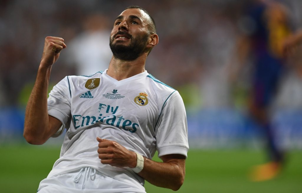 Real Madrid's French forward Karim Benzema celebrates after scoring their second goal during the second leg of the Spanish Supercup football match Real Madrid vs FC Barcelona at the Santiago Bernabeu stadium in Madrid, on August 16, 2017. / AFP PHOTO / GABRIEL BOUYS