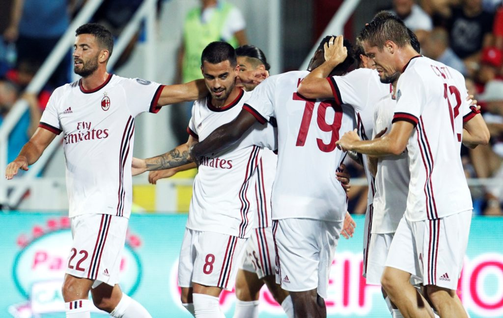 Milan's Italian forward Fernandez Suso (2nd L) celebrates with teammates  after scoring a goal  during the Italian Serie A football match FC Crotone vs AC Milan on August 20 2017 at the Ezio Scida Stadium. / AFP PHOTO / CARLO HERMANN