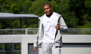 France's forward Kylian Mbappe gives a thumbs-up as he arrives at the French national football team training base in Clairefontaine on August 28, 2017, as part of the team's preparation for the FIFA World Cup 2018 qualifying football matches against The Netherlands and Luxembourg.  / AFP PHOTO / FRANCK FIFE