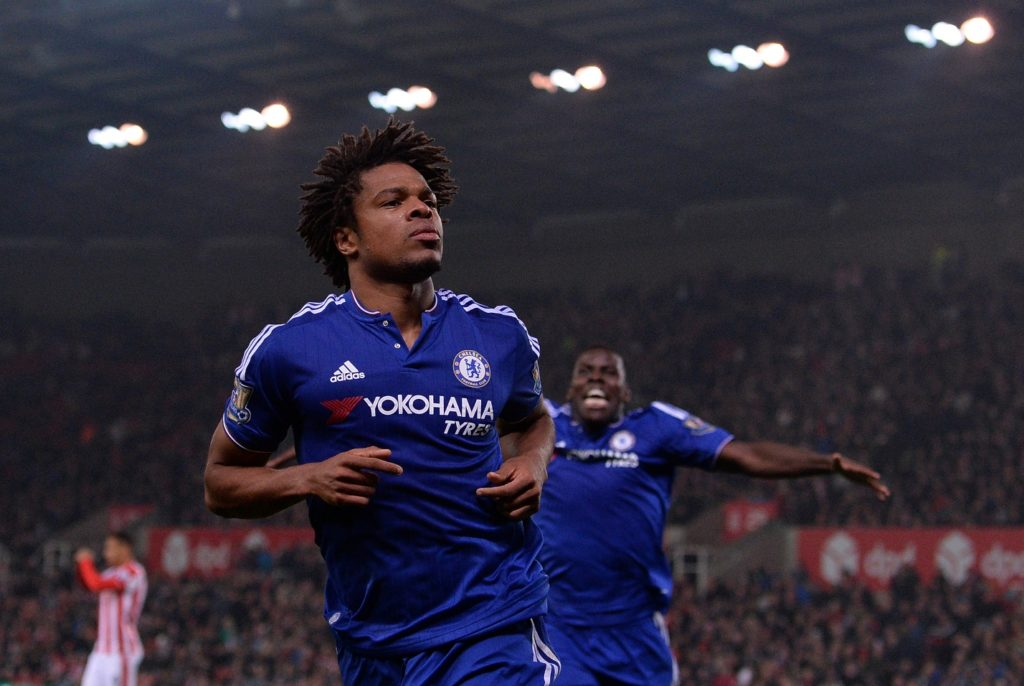 Chelsea's French striker Loic Remy celebrates scoring his team's first goal during the English League Cup fourth round football match between Stoke City and Chelsea at the Britannia Stadium in Stoke-on-Trent, central England on October 27, 2015.   AFP PHOTO / OLI SCARFF  RESTRICTED TO EDITORIAL USE. NO USE WITH UNAUTHORIZED AUDIO, VIDEO, DATA, FIXTURE LISTS, CLUB/LEAGUE LOGOS OR 'LIVE' SERVICES. ONLINE IN-MATCH USE LIMITED TO 75 IMAGES, NO VIDEO EMULATION. NO USE IN BETTING, GAMES OR SINGLE CLUB/LEAGUE/PLAYER PUBLICATIONS. / AFP PHOTO / OLI SCARFF