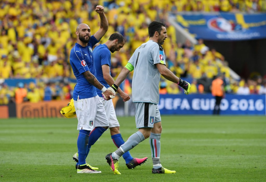 Italy's forward Simone Zaza and Italy's goalkeeper Gianluigi Buffon celebrate after the Euro 2016 group E football match between Italy and Sweden at the Stadium Municipal in Toulouse on June 17, 2016.  Italy won the match 1-0. / AFP PHOTO / VINCENZO PINTO