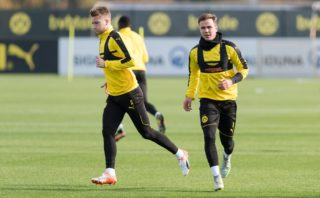 Borussia Dortmund's Dortmund's forward Marco Reus and Dortmund's midfielder Mario Goetze (R) warm up during a training session in Dortmund, western Germany, on November 1, 2016, on the eve of their Champions League Group F match against Sporting Lisbon. / AFP PHOTO / dpa / Guido Kirchner / Germany OUT