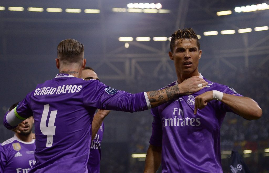 Real Madrid's Portuguese striker Cristiano Ronaldo (R) celebrates with Real Madrid's Spanish defender Sergio Ramos after scoring during the UEFA Champions League final football match between Juventus and Real Madrid at The Principality Stadium in Cardiff, south Wales, on June 3, 2017. / AFP PHOTO / Filippo MONTEFORTE