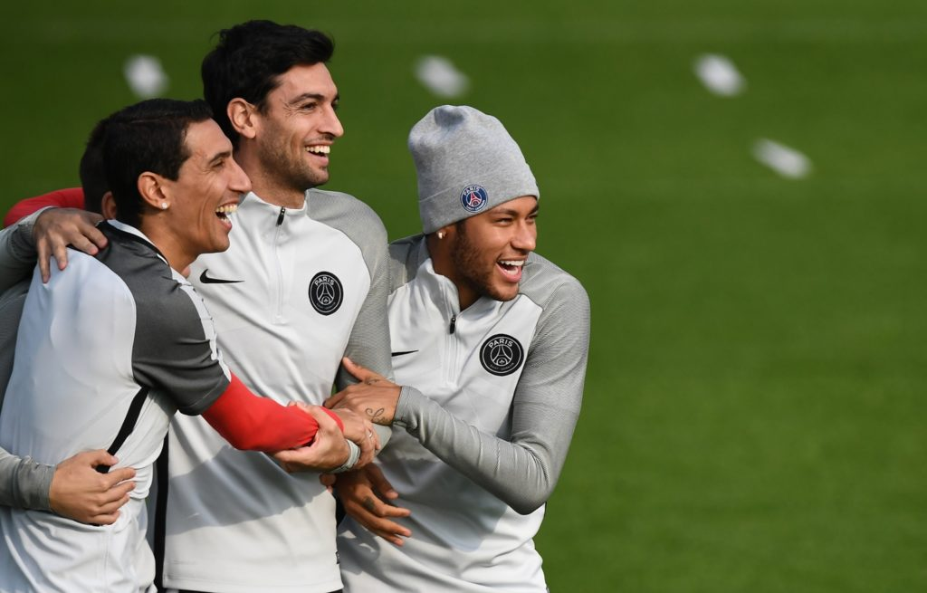 (From L) Paris Saint-Germain's (PSG) Argentinian forward Angel Di Maria, PSG's Argentinian forward Javier Pastore and PSG's Brazilian forward Neymar attend a training session on October 17, 2017 in Saint-Germain-en-Laye, western Paris, on the eve of their UEFA Champions League football match against Anderlecht.  / AFP PHOTO / FRANCK FIFE