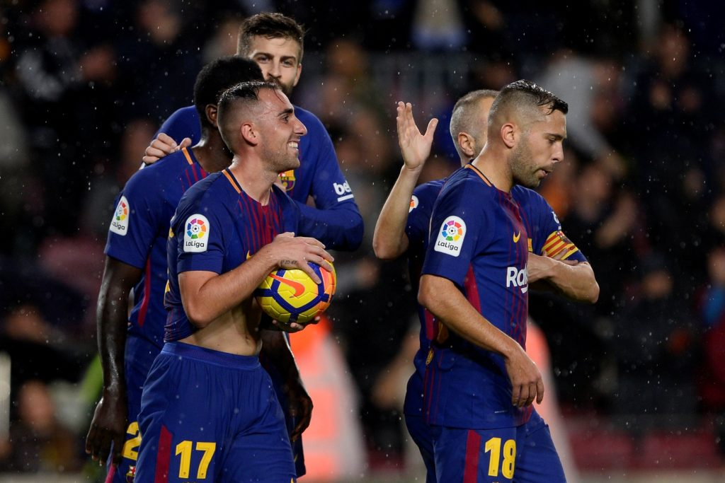 Barcelona's Spanish forward Paco Alcacer (L) celebrates with teammates after scoring a goal during the Spanish league footbal match FC Barcelona vs Sevilla FC at the Camp Nou stadium in Barcelona on November 4, 2017. / AFP PHOTO / Josep LAGO