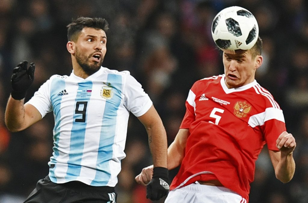 3232670 11/11/2017 From left: Sergio Aguero (Argentina) and Viktor Vasin (Russia) during the football friendly match between the national teams of Russia and Argentina. Grigoriy Sisoev/Sputnik