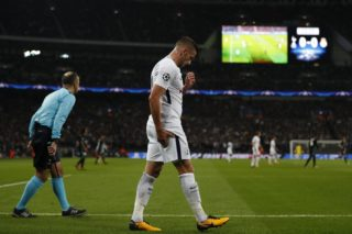 Tottenham Hotspur's Belgian defender Toby Alderweireld clutches his hamstring during the UEFA Champions League Group H football match between Tottenham Hotspur and Real Madrid at Wembley Stadium in London, on November 1, 2017. / AFP PHOTO / Adrian DENNIS