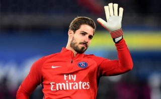 Paris Saint-Germain's German goalkeeper Kevin Trapp waves as he warms up prior to the French L1 football match between Paris Saint-Germain (PSG) and Troyes at the Parc des Princes stadium in Paris on November 29, 2017.  / AFP PHOTO / FRANCK FIFE