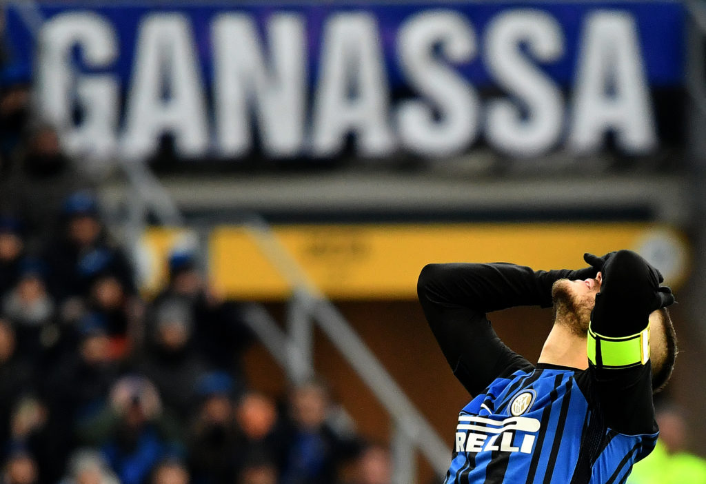 Inter Milan's Argentinian forward Mauro Icardi reacts during the Italian Serie A football match Inter Milan vs Udinese on December 16, 2017 at Meazza San Siro stadium in Milan.  / AFP PHOTO / ALBERTO PIZZOLI