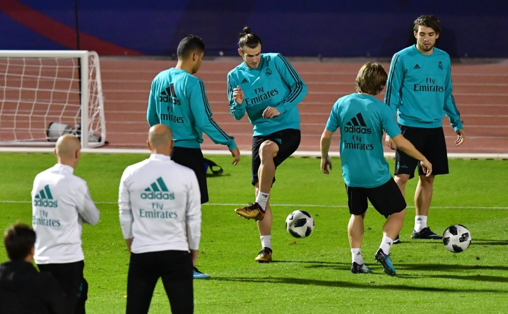 Real Madrid players take part in a training session on the eve of their FIFA Club World Cup final football match at New York University Abu Dhabi's stadium in the Emirati capital Abu Dhabi on December 15, 2017. / AFP PHOTO / Giuseppe CACACE