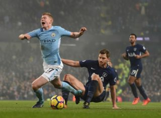 Manchester City's Belgian midfielder Kevin De Bruyne (L) is brought down by Tottenham Hotspur's Belgian defender Jan Vertonghen for a penalty during the English Premier League football match between Manchester City and Tottenham Hotspur at the Etihad Stadium in Manchester, north west England, on December 16, 2017. / AFP PHOTO / PAUL ELLIS / RESTRICTED TO EDITORIAL USE. No use with unauthorized audio, video, data, fixture lists, club/league logos or 'live' services. Online in-match use limited to 75 images, no video emulation. No use in betting, games or single club/league/player publications.  /