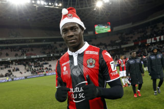 "Nice's Italian forward Mario Balotelli celebrates at the end of the French L1 football match Nice vs Bordeaux on December 17, 2017 at the ""Allianz Riviera"" stadium in Nice, southeastern France. / AFP PHOTO / VALERY HACHE"
