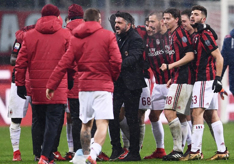 AC Milan's head coach Gennaro Gattuso (C) celebrates with his players at the end of the Italian Serie A football match AC Milan Vs Bologna on December 10, 2017 at the 'San Siro Stadium' in Milan.  / AFP PHOTO / MARCO BERTORELLO