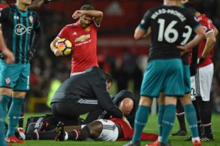 Manchester United's Belgian striker Romelu Lukaku is treated on the pitch after appearing to pick up a head injury during the English Premier League football match between Manchester United and Southampton at Old Trafford in Manchester, north west England, on December 30, 2017. / AFP PHOTO / Oli SCARFF / RESTRICTED TO EDITORIAL USE. No use with unauthorized audio, video, data, fixture lists, club/league logos or 'live' services. Online in-match use limited to 75 images, no video emulation. No use in betting, games or single club/league/player publications.  /