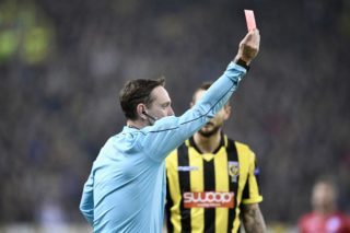 Ukranian referee Yevhen Aranovskiy shows a red card during a soccer game between Dutch club SBV Vitesse and Belgian team SV Zulte Waregem, Thursday 02 November 2017 in Arnhem, The Netherlands, the fourth game of the group stage (Group K) of the UEFA Europa League competition. BELGA PHOTO YORICK JANSENS
