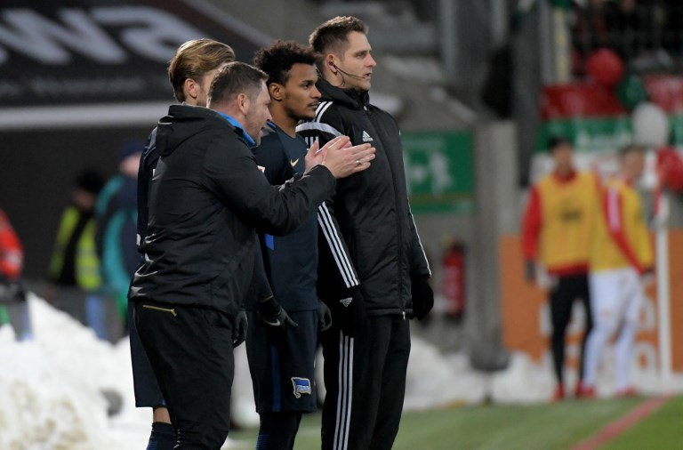 Berlin coach Pal Dardai gives instructions to Salomon Kalou (c) as he is brought on as a sub