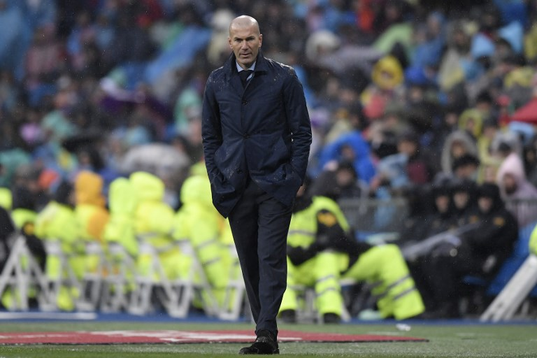 Real Madrid's French coach Zinedine Zidane reacts during the Spanish league football match between Real Madrid and Villarreal at the Santiago Bernabeu Stadium in Madrid on January 13, 2018. / AFP PHOTO / GABRIEL BOUYS
