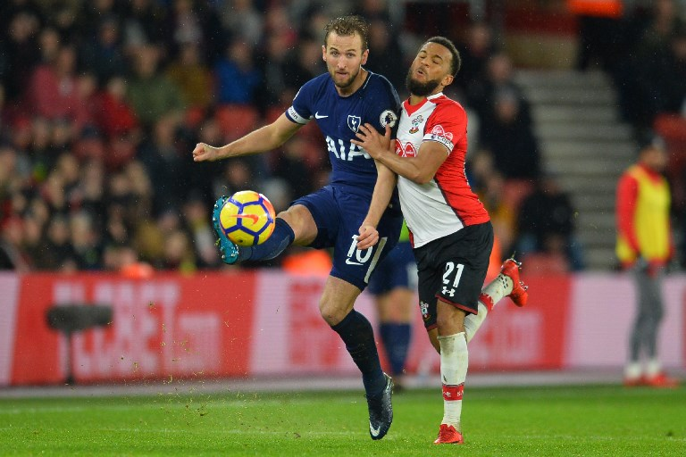 Tottenham Hotspur's English striker Harry Kane (L) vies with Southampton's English defender Ryan Bertrand during the English Premier League football match between Southampton and Tottenham Hotspur at St Mary's Stadium in Southampton, southern England on January 21, 2018. / AFP PHOTO / Glyn KIRK / RESTRICTED TO EDITORIAL USE. No use with unauthorized audio, video, data, fixture lists, club/league logos or 'live' services. Online in-match use limited to 75 images, no video emulation. No use in betting, games or single club/league/player publications.  /