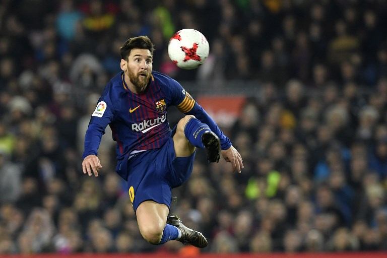 Barcelona's Argentinian forward Lionel Messi controls the ball during the Spanish 'Copa del Rey' (King's cup) quarter-final second leg football match between FC Barcelona and RCD Espanyol at the Camp Nou stadium in Barcelona on January 25, 2018.  / AFP PHOTO / LLUIS GENE